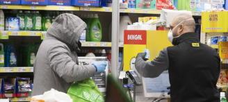 ciudadanos romanos compran coronavirus